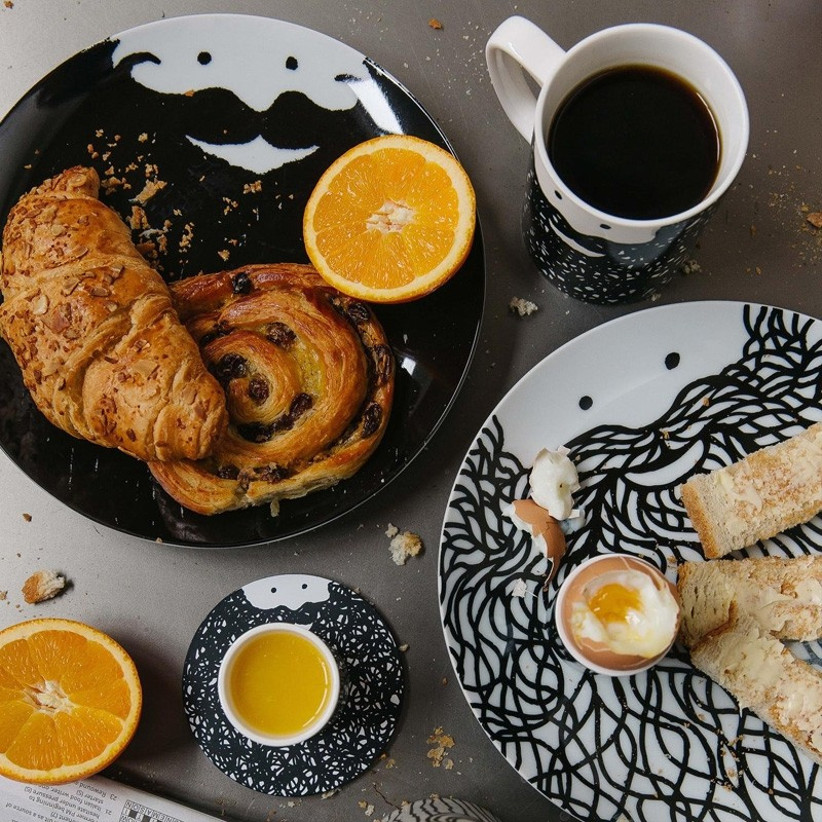 Bearded face plates and mugs with breakfast foods