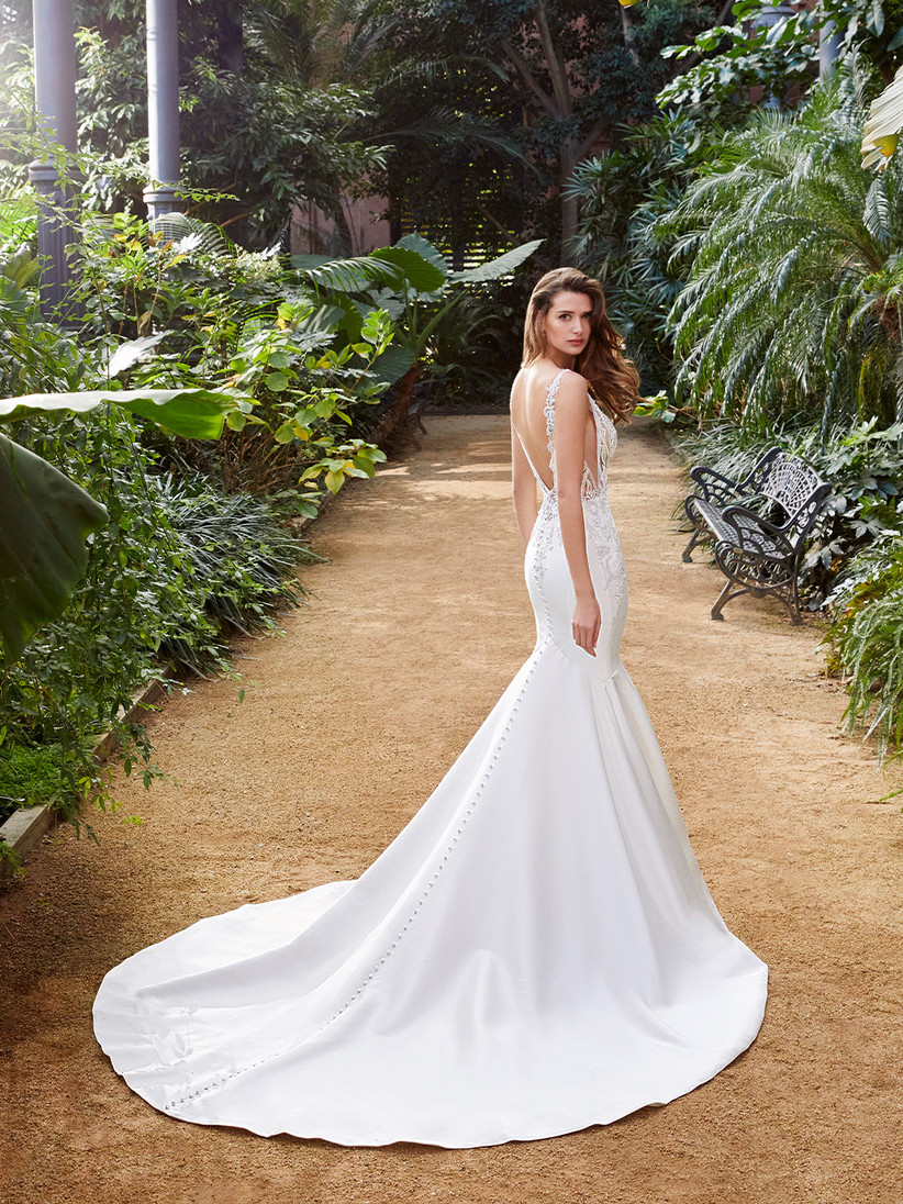 Pascale Enzoani fishtail wedding dress with buttons down the back