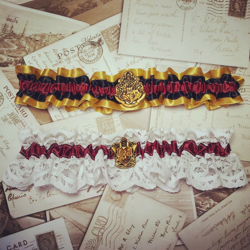 gryffindor-themed-wedding-garter