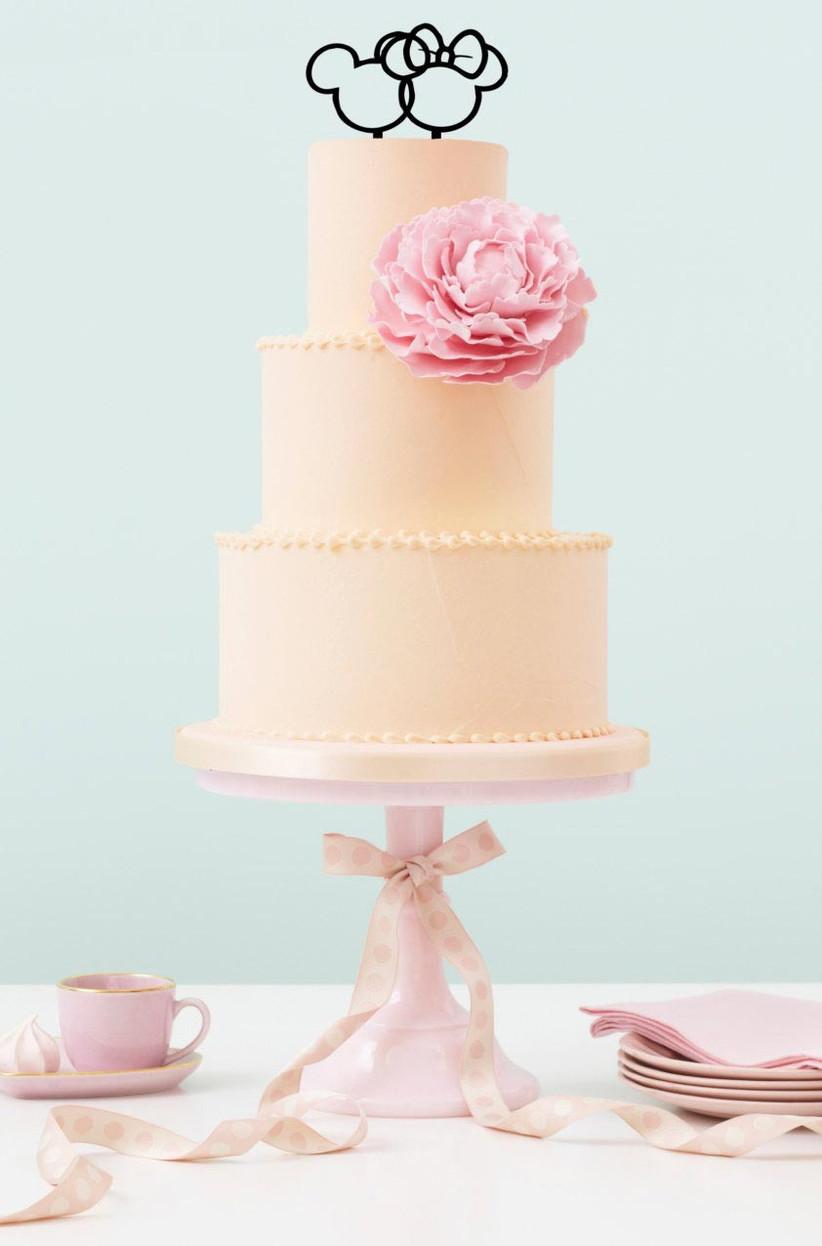 mickey-and-minnie-disney-cake-topper-on-a-plain-cake