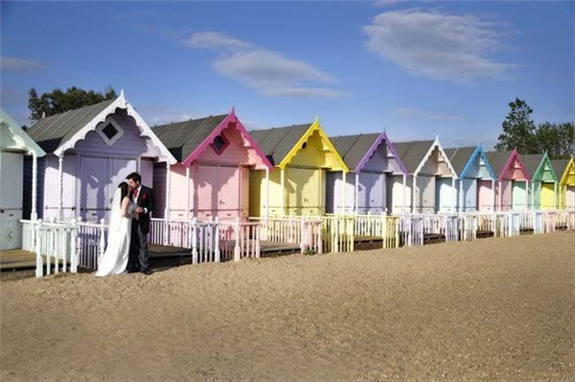 get-photos-in-front-of-beach-huts-at-your-beach-themed-wedding