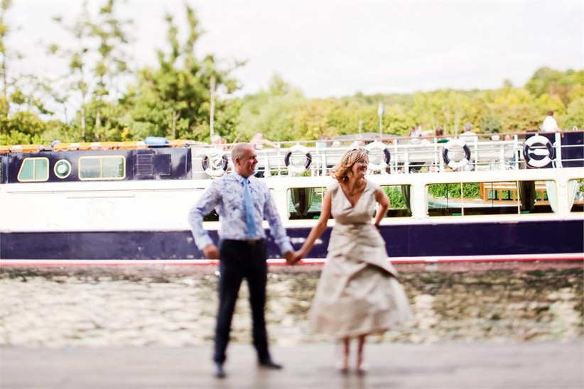 wedding-couple-at-the-river-rowing-museum