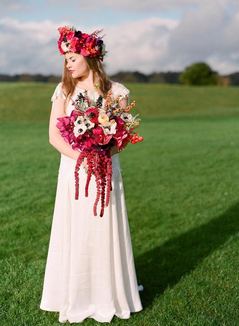 contemporary-teardrop-style-wedding-bouquet
