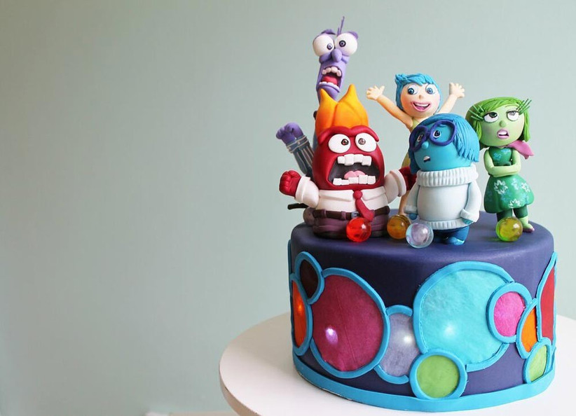 single-tiered-wedding-cake-with-inside-out-characters