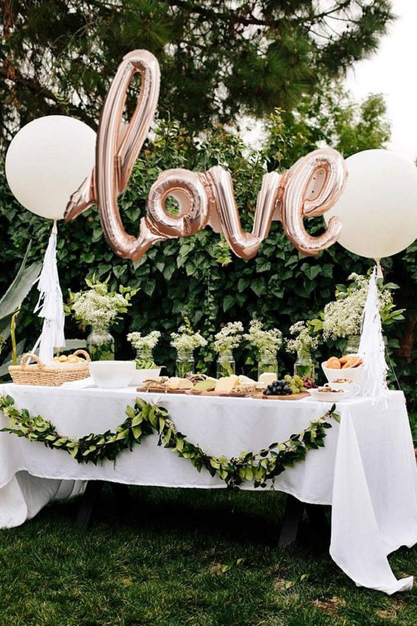 love-cake-table-balloons