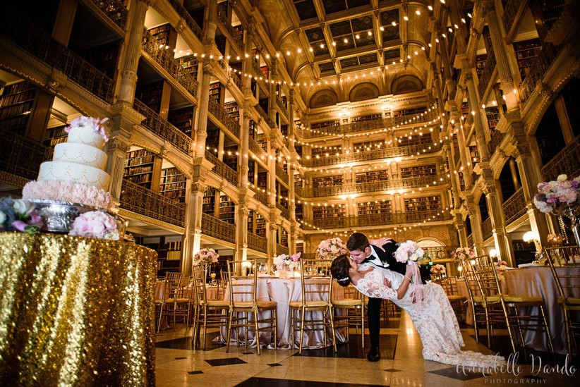 glamorous-wedding-at-the-george-peabody-library