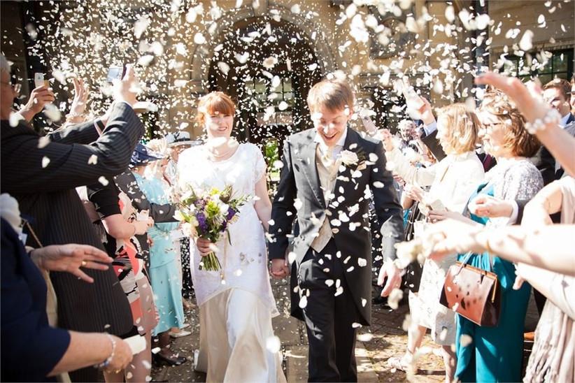uk-wedding-photography-confetti-shot-2