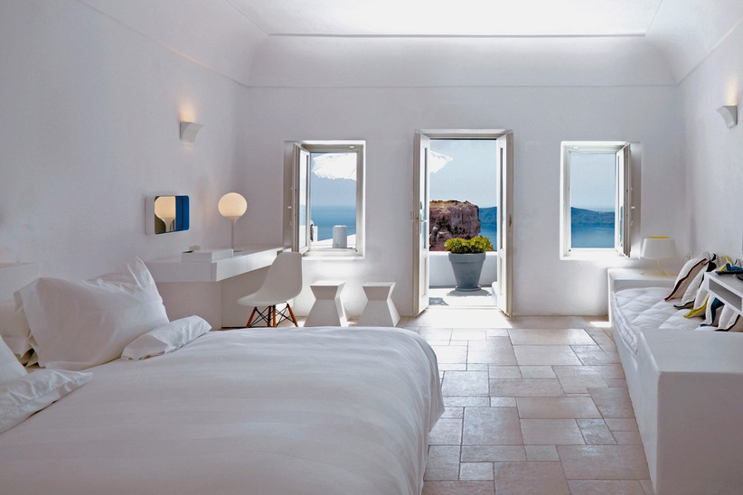 best-honeymoon-hotels-in-the-world-grace-santorini-2