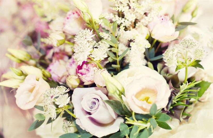 wedding-flower-arrangement-with-lisianthus