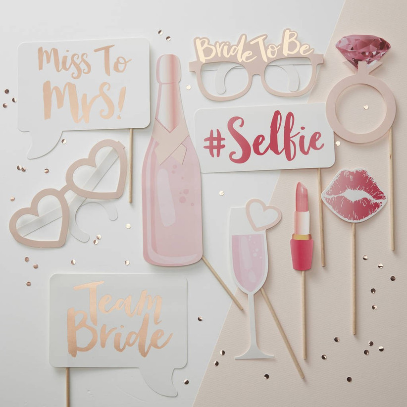 rose-gold-hen-party-decorations