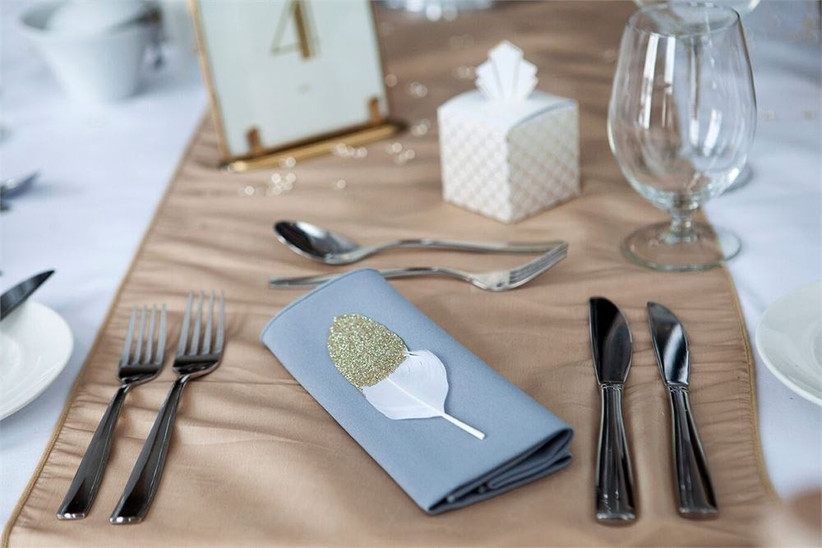 feather-table-setting