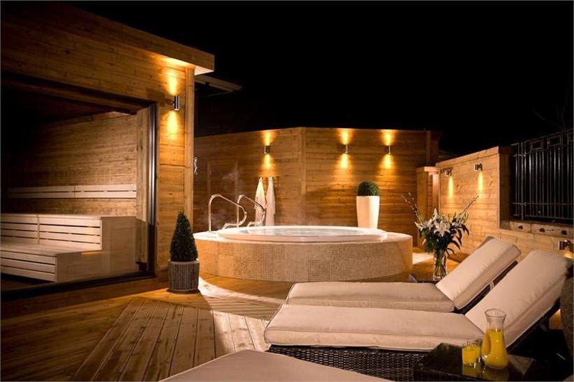 outdoor-spa-facilities-at-mottram-hall-2