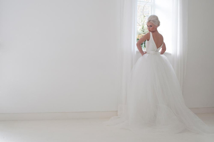 house-of-mooshki-wedding-dress-with-low-back