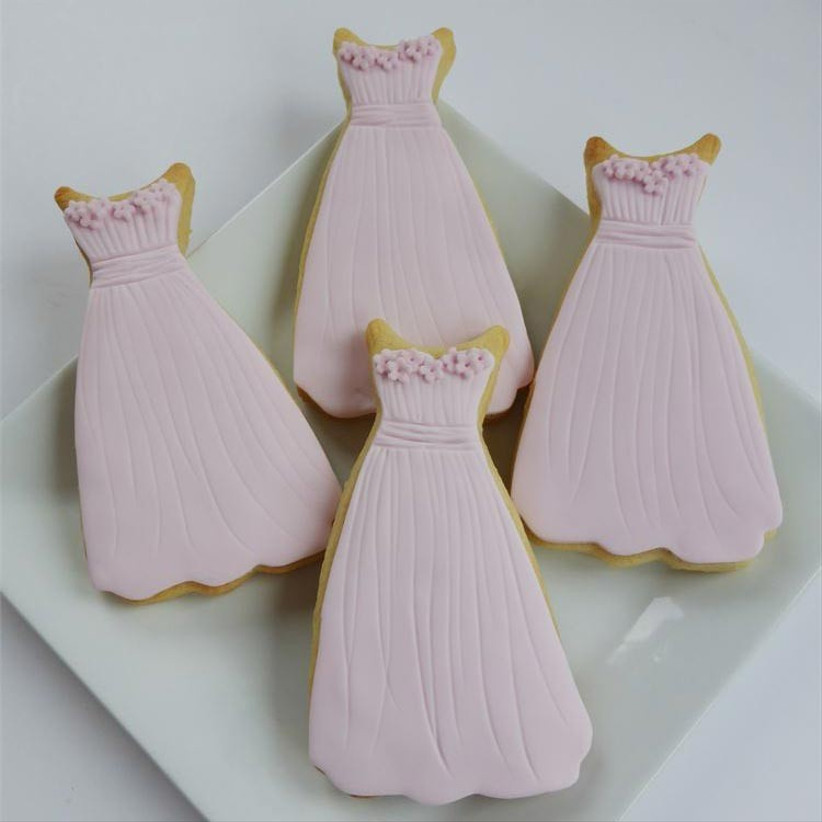 bridesmaid-dress-shaped-wedding-cookies