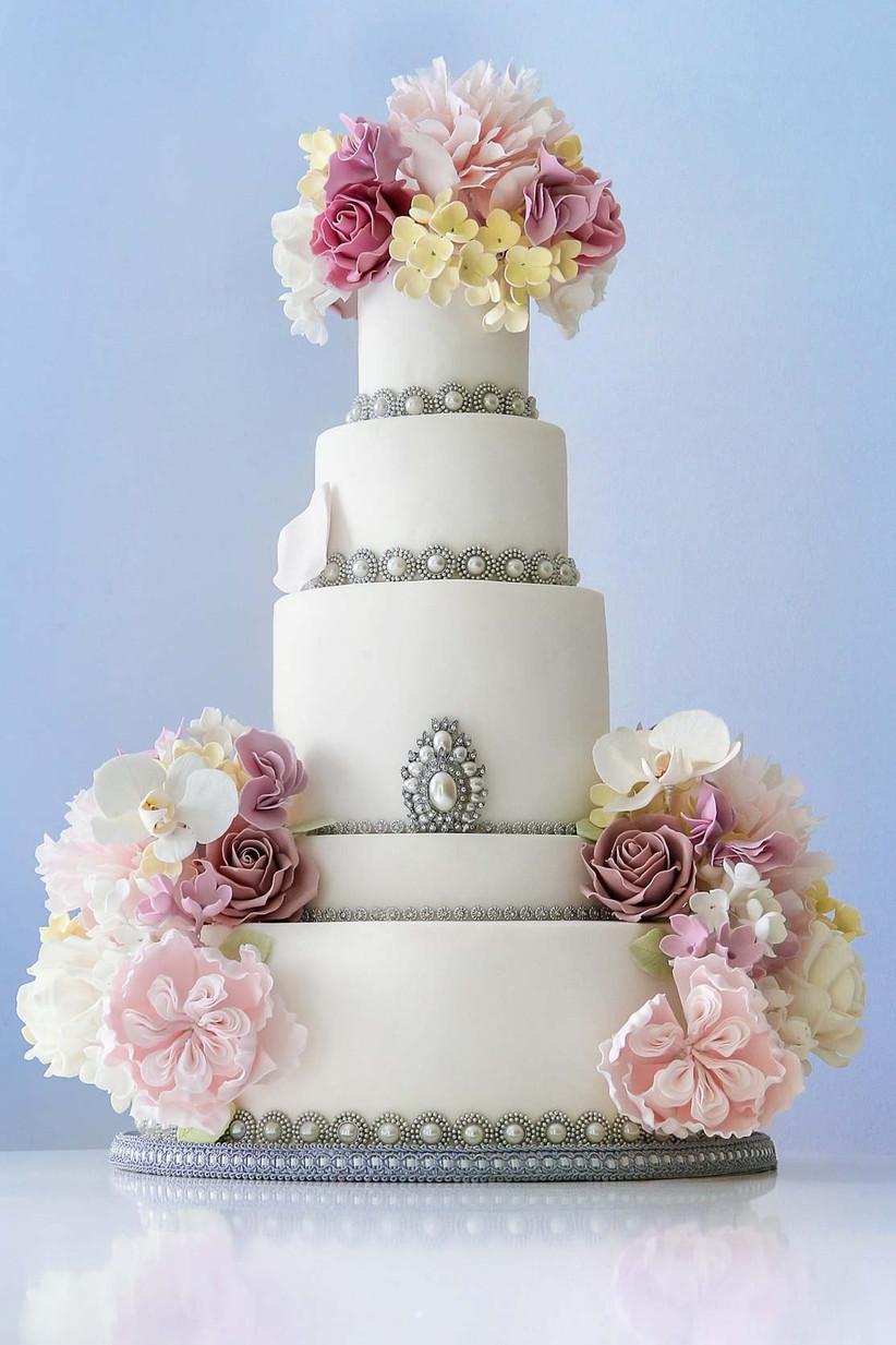 pearl-brooch-cake