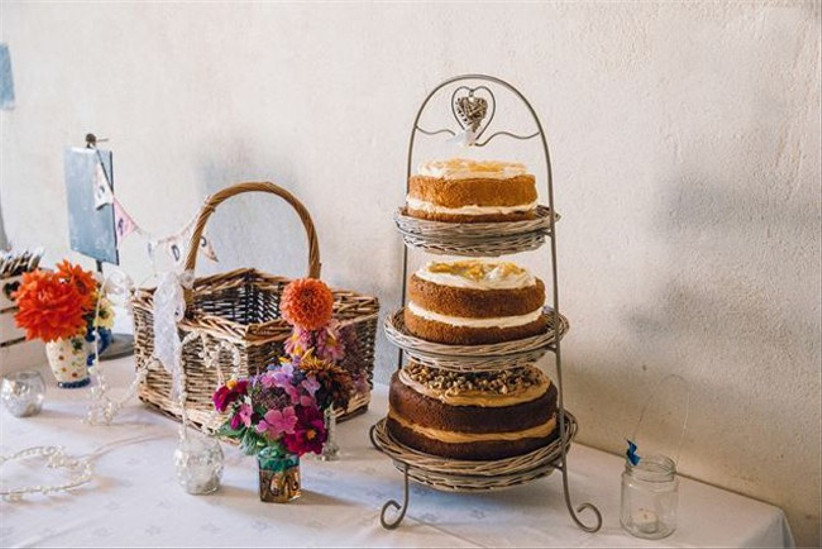 vintage-wedding-dessert-table