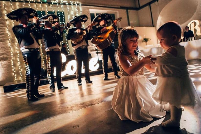 bridesmaid-and-flower-girl-dancing-2
