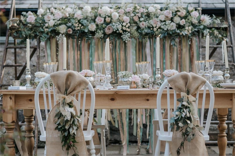 hessian-chair-decorations-with-flowers