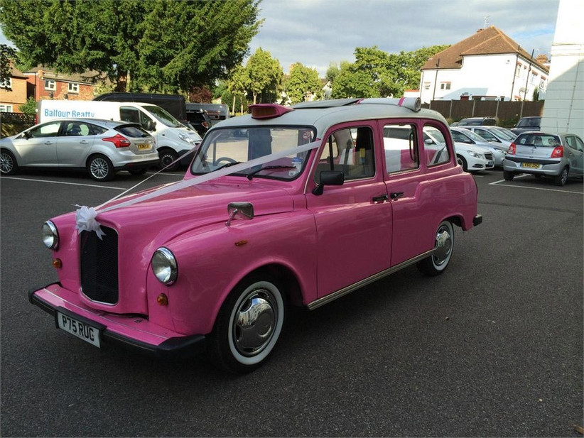 pink-taxi-for-weddings