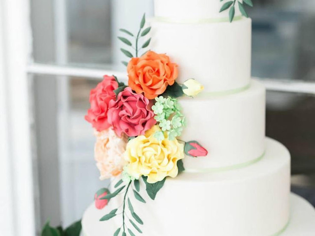 30 Ways to Decorate a Plain Wedding Cake