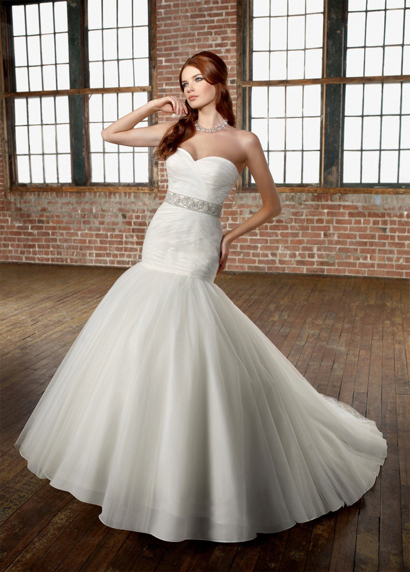 wedding-dresses-for-a-small-bust-5