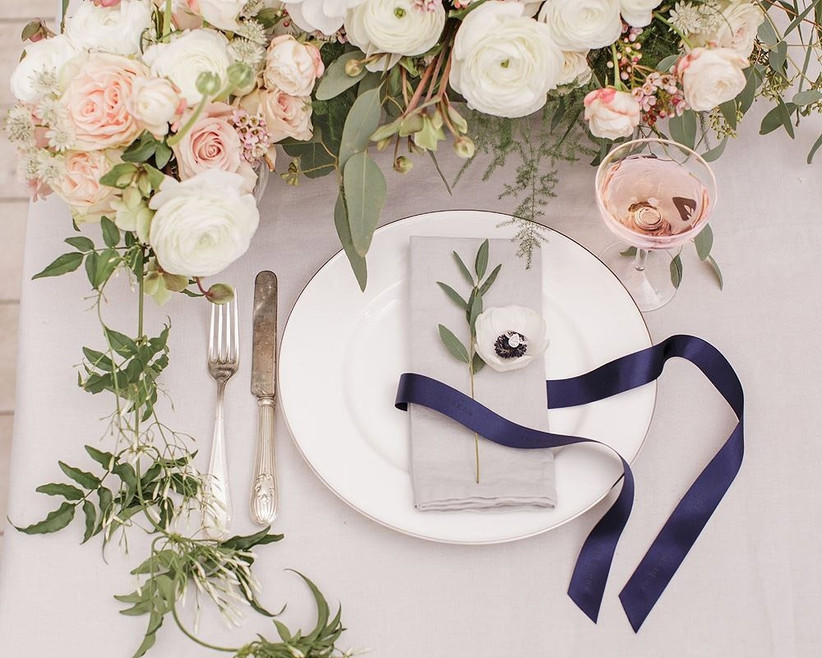 navy-place-setting