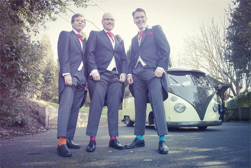 groomsmen-showing-off-their-socks-2
