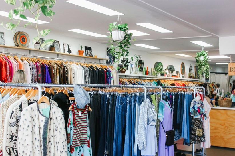 date-ideas-thrift-shopping