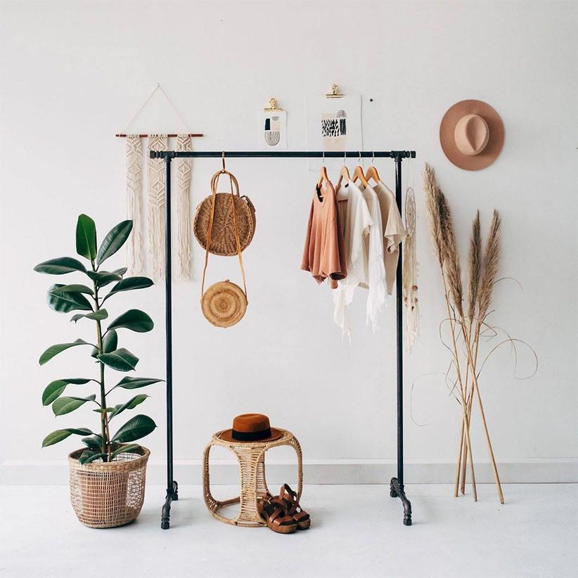 iron-clothes-rail-present