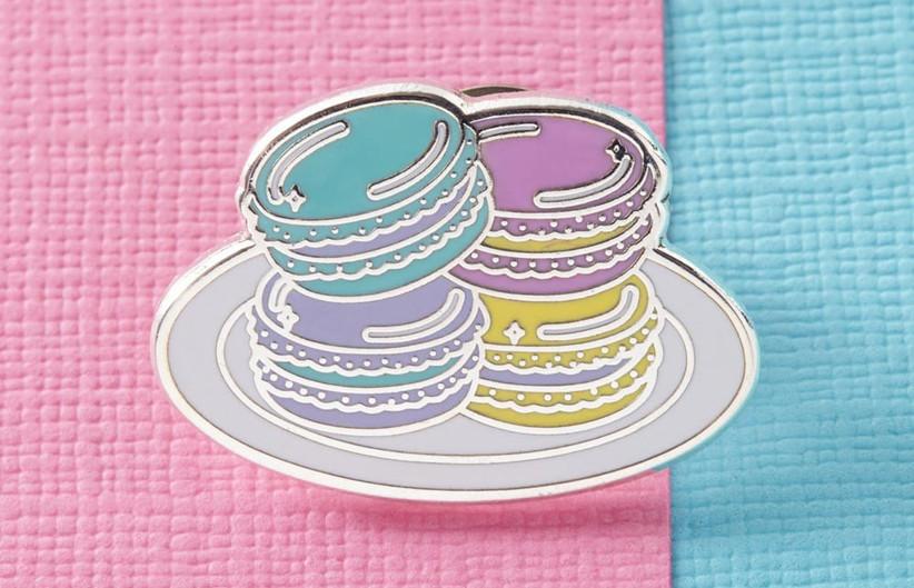 macaron-badge