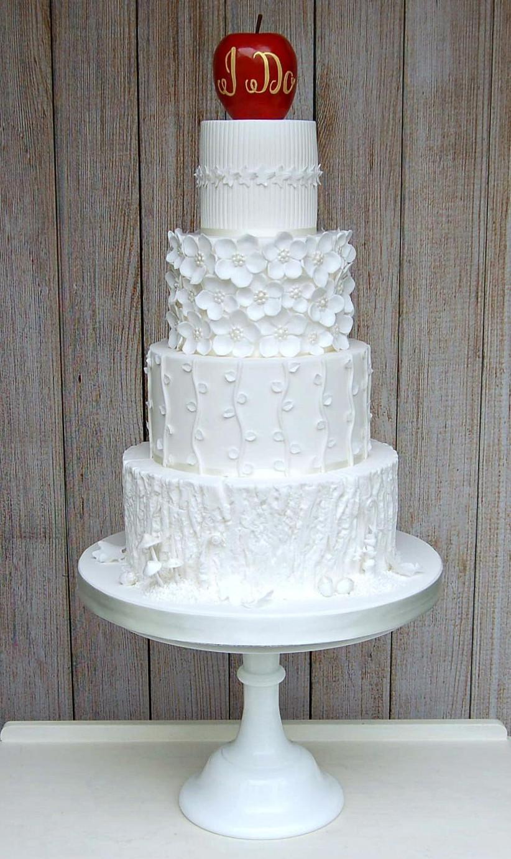 white-snow-white-themed-wedding-cake