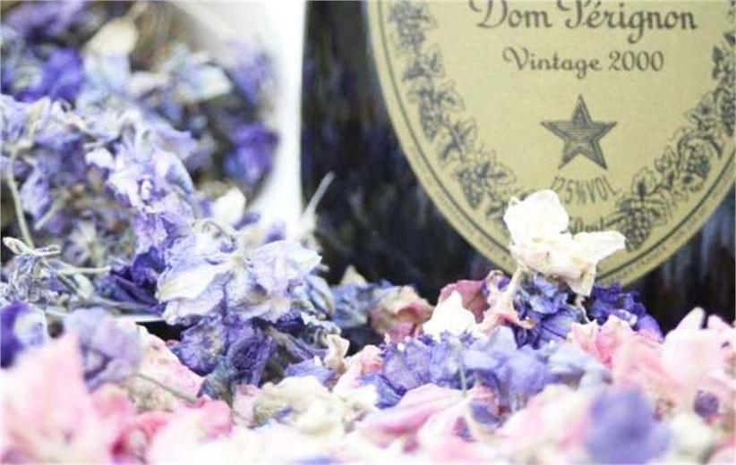 dried-petal-wedding-confetti