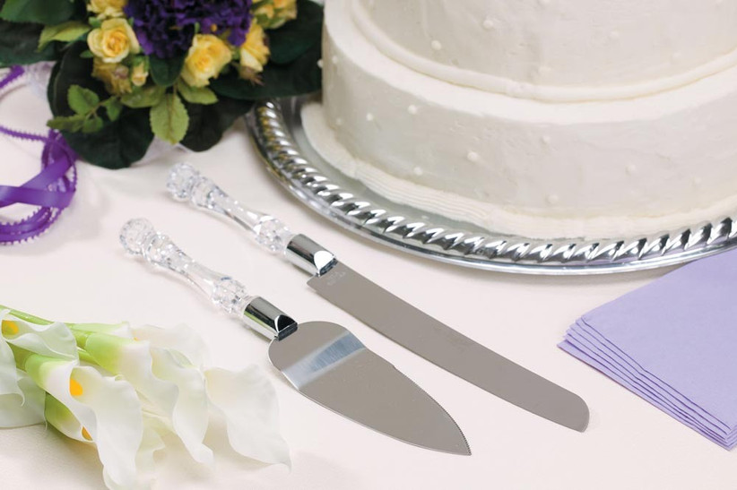 faux-crystal-wedding-cake-knives