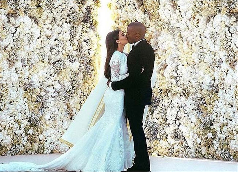make-a-statement-with-your-summer-wedding-flowers-by-including-a-wall-of-flowers-at-your-wedding-like-kim-kardashian-and-kanye-west