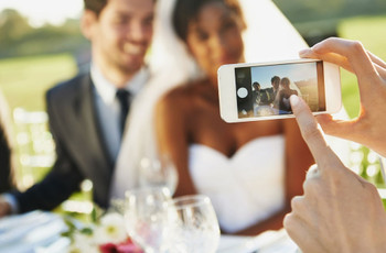 How to Take Awesome Wedding Pictures Using Your Phone