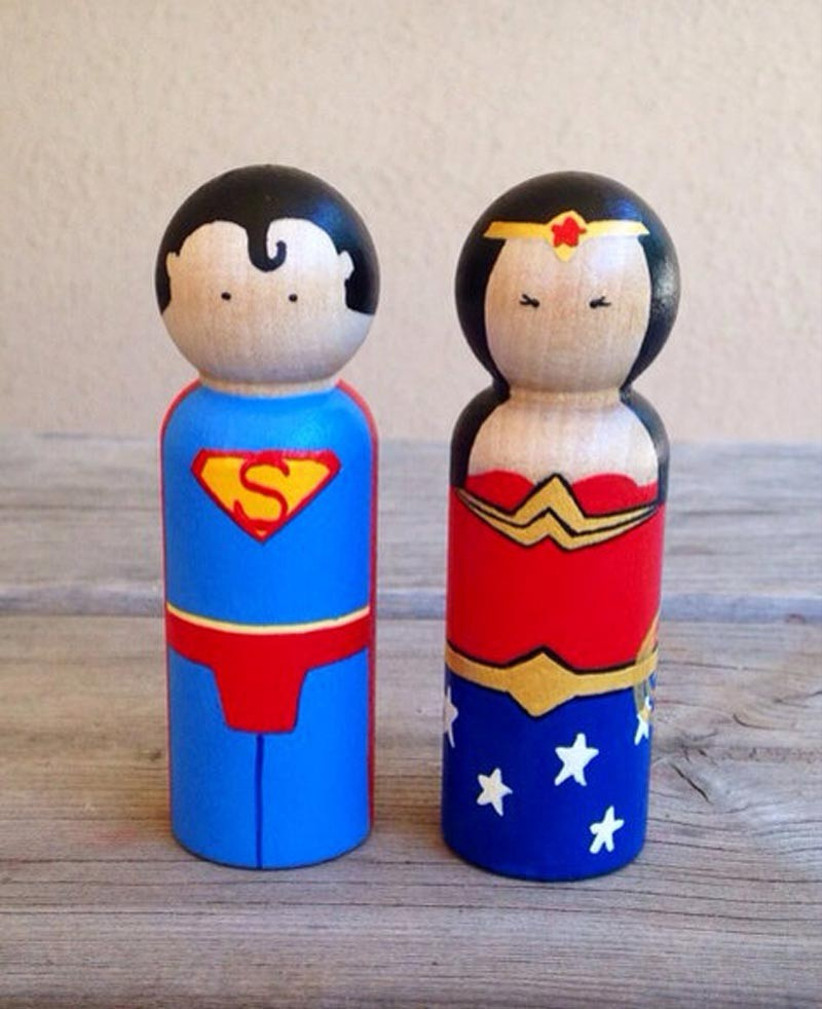 awesome-wedding-cake-toppers-for-tv-and-film-buffs-superman-and-wonder-woman-cake-topper