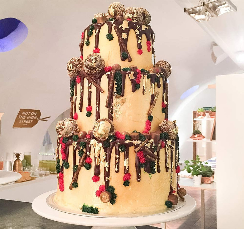 drip-wedding-cake-in-christmas-theme