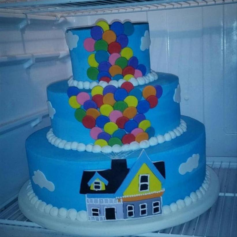 wedding-cake-adorned-with-disney-up-detailing