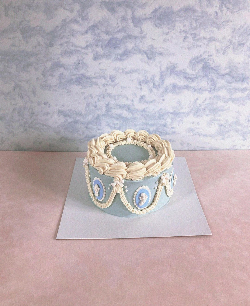 Blue cake with white piping