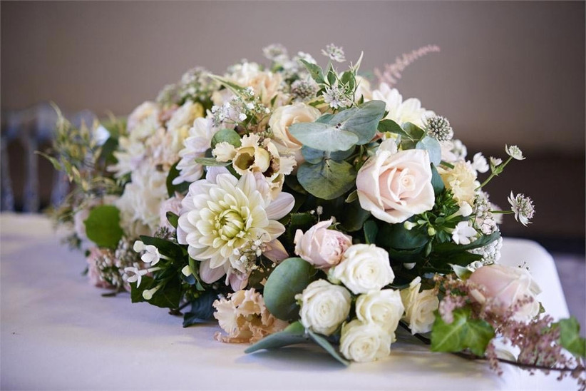 top-table-floral-centrepiece-with-dahlias