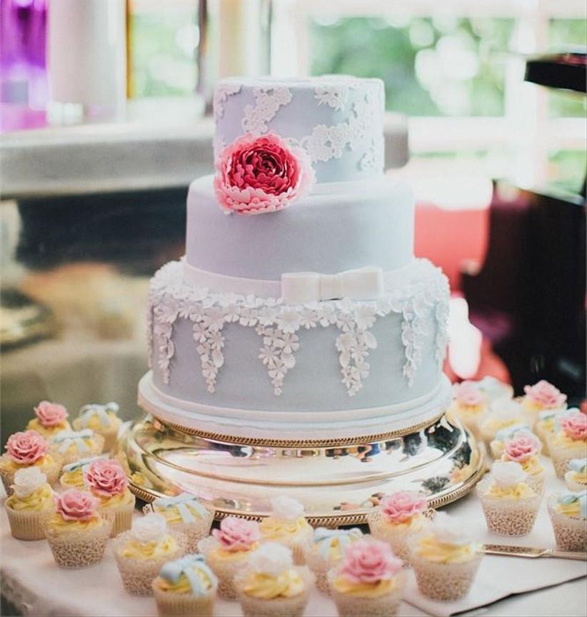 blue-pastel-wedding-cake