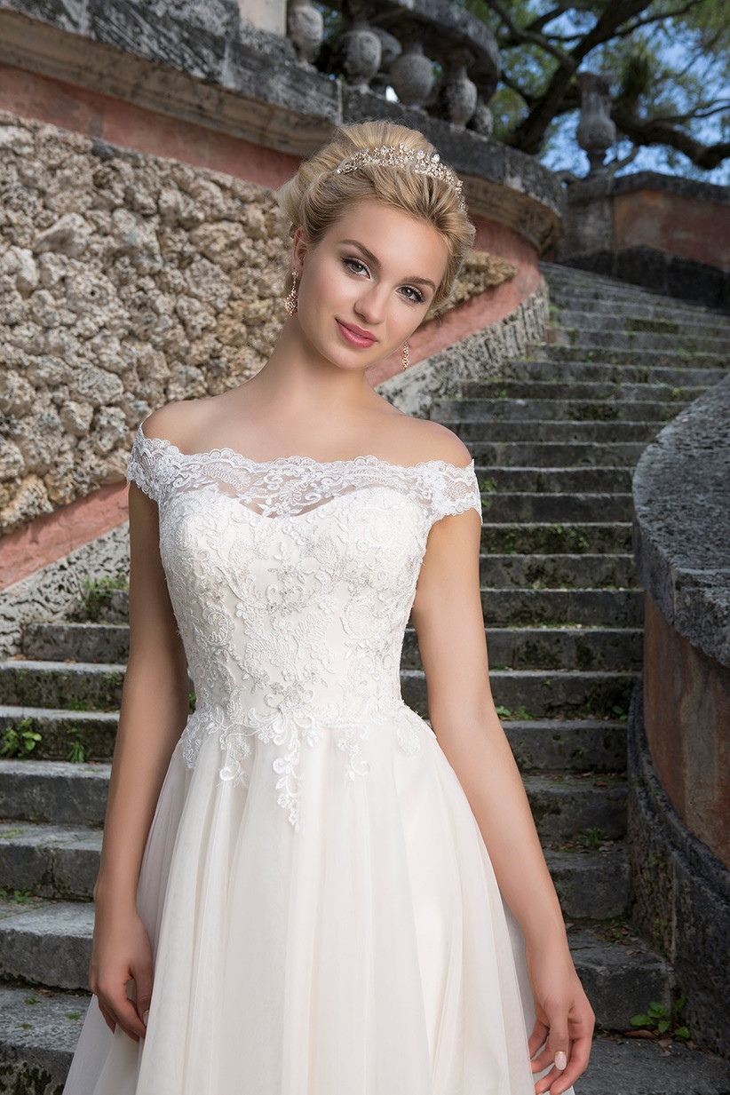 wedding-dresses-for-a-small-bust-4