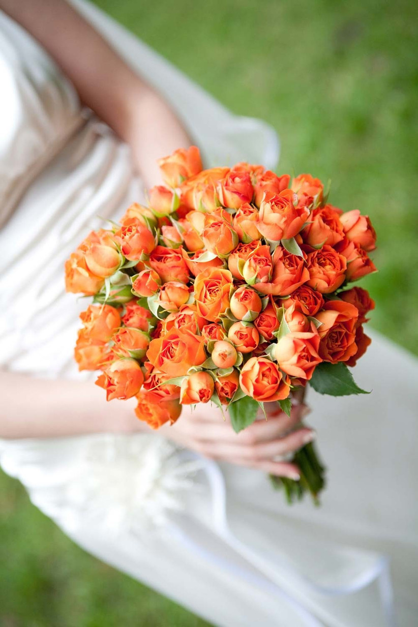 seasonal-wedding-flowers-in-orange-hues-would-be-ideal-for-an-autumn-bouquet