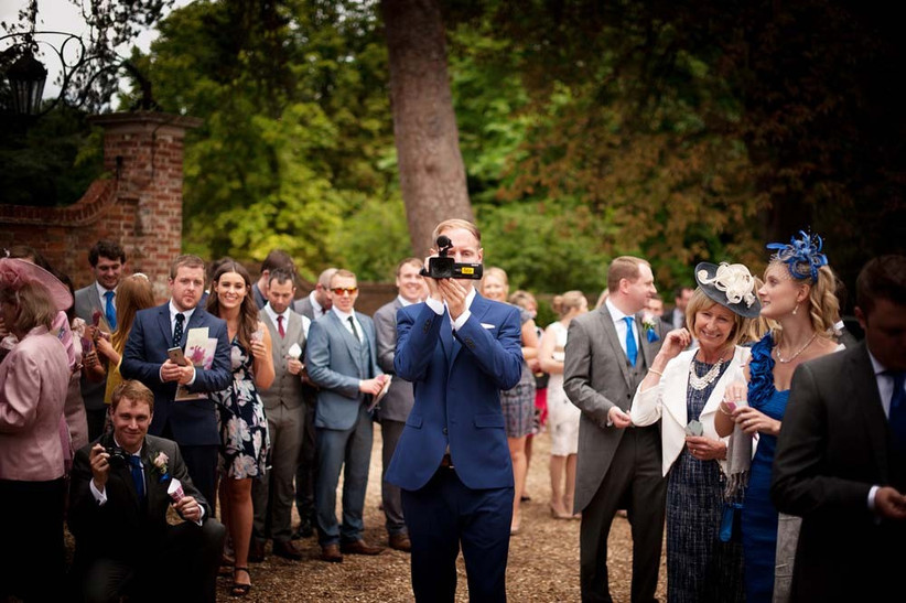 get-your-guests-to-film-your-wedding-with-shoot-it-yourself-2