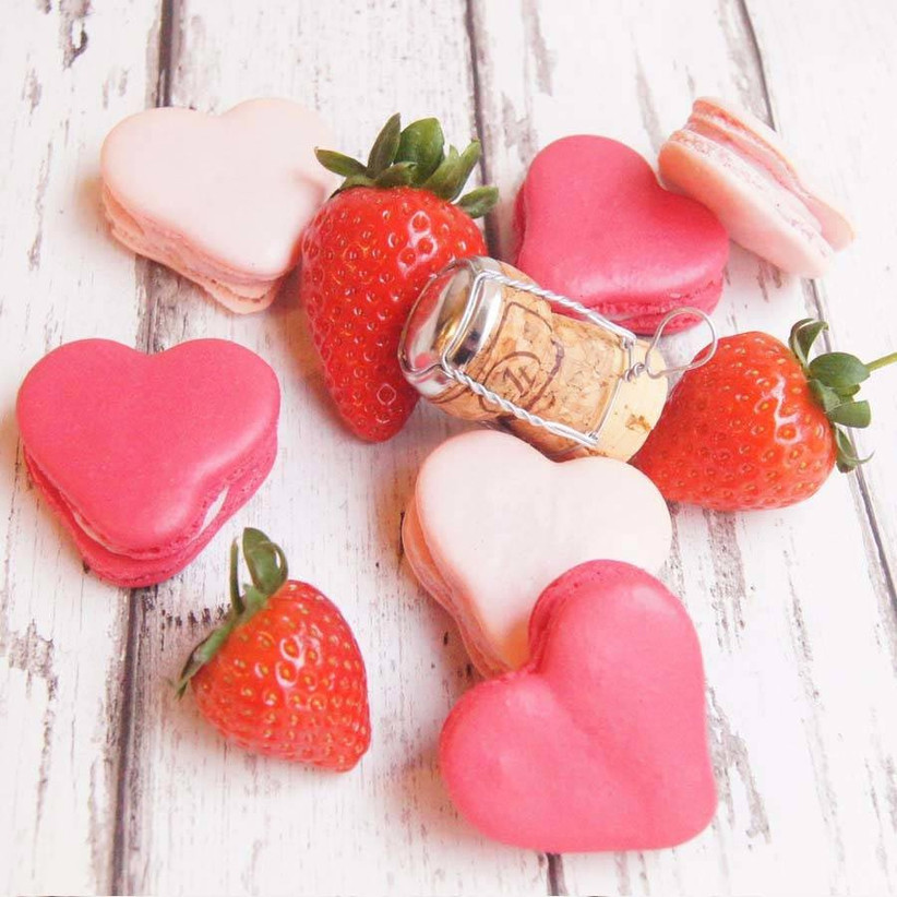 heart-shaped-macaron-favours