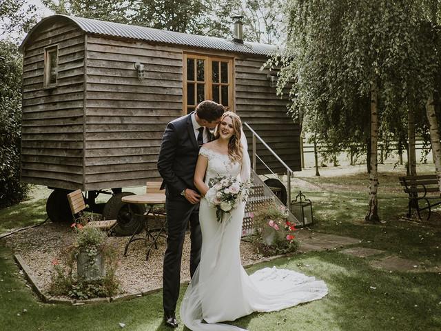 A Chic Autumn Barn Wedding at The Tythe Barn, Launton + a Donna Salado Dress