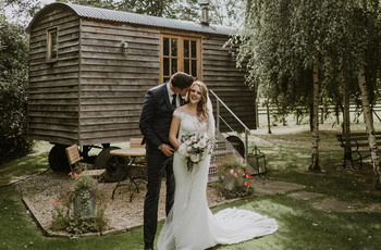 A Chic Autumn Barn Wedding at The Tythe Barn, Launton + a Donna Salado Dress