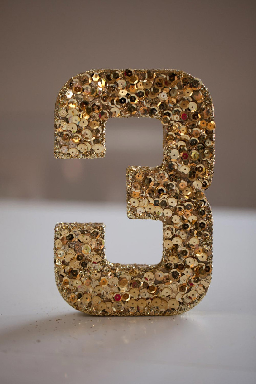 gold-table-numbers