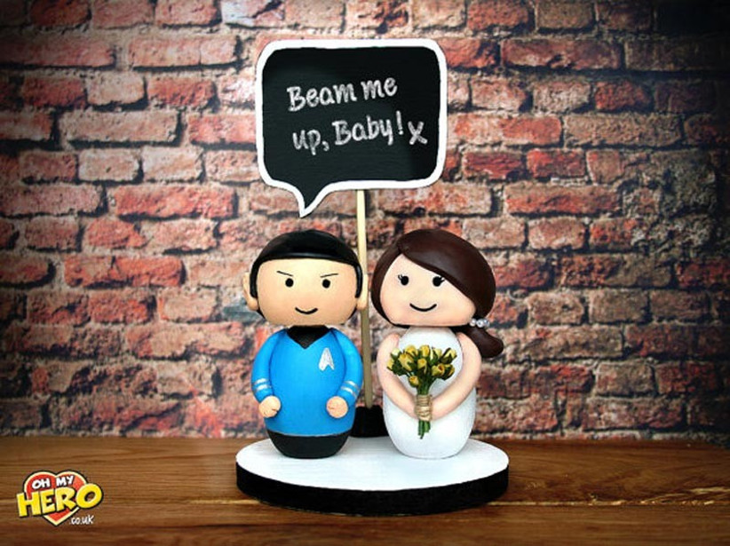 awesome-wedding-cake-toppers-for-tv-and-film-buffs-star-trek-cake-topper