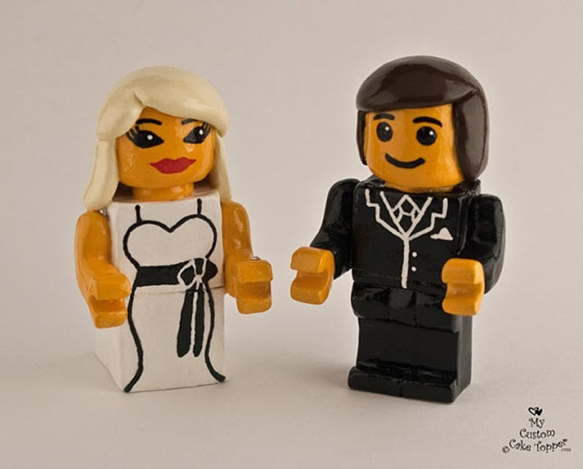 awesome-wedding-cake-toppers-for-tv-and-film-buffs-lego-cake-topper
